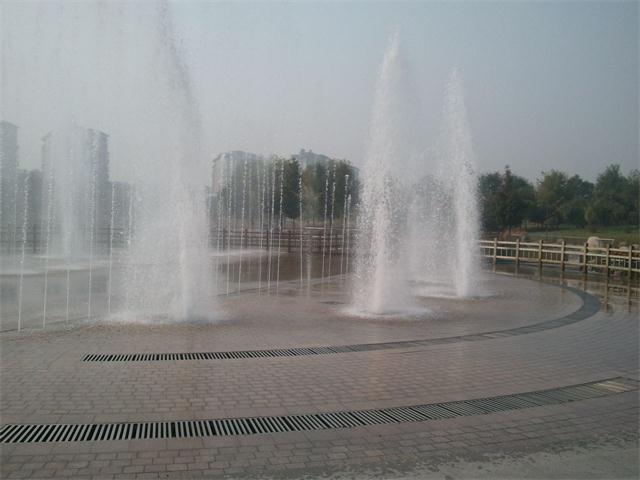 可分为音乐旱喷泉和程控旱喷泉